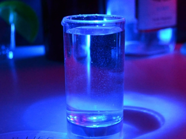 Beverage or water active light cup and glass