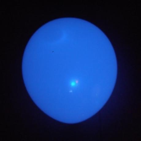 Balloon With Flashing Rainbow Light