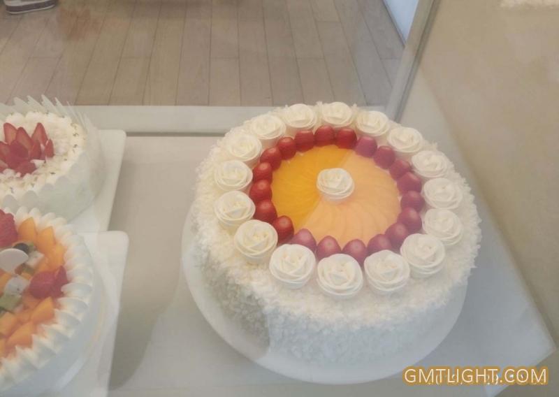 为共和国七十岁生日打造一款艺术蛋糕