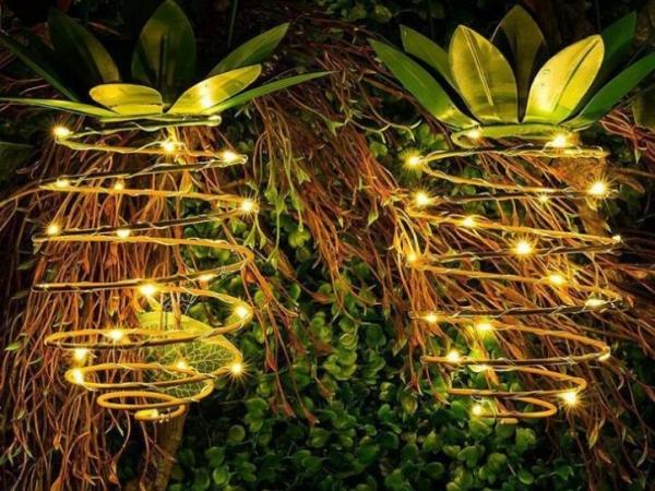 Solar iron wire pineapple lamp