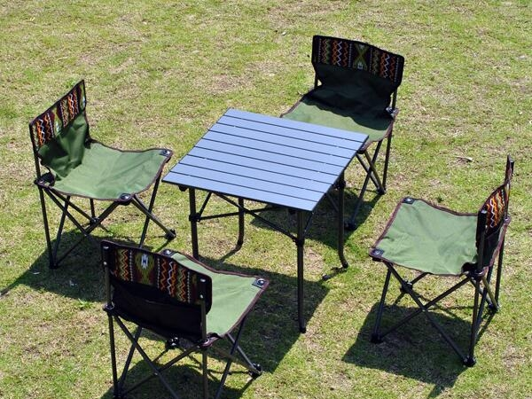 Outdoor folding tables and chairs