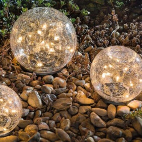Spherical lawn lamp with solar energy glass crack