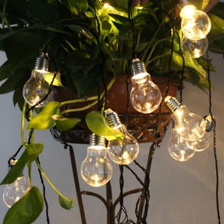 Solar powered traditional bulb shape LED light string
