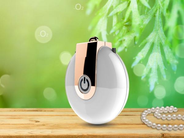New design white color negative ion air purifier necklace