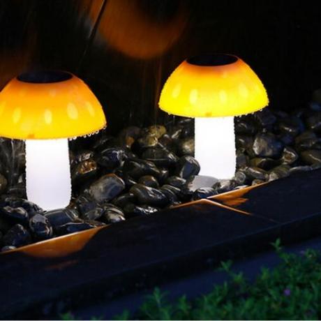 Mushroom shaped solar lawn lamp