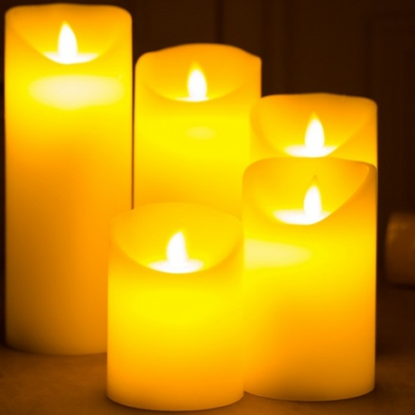 Rechargeable electronic candle with simulated flame