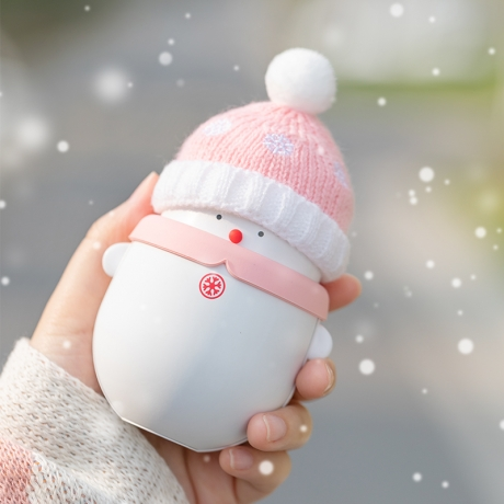 Rechargeable hand warmer with snowman style