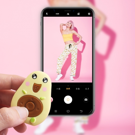 Remote controller of mobile phone for Bluetooth connection